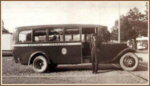 <pre>Tammisuon Auto- osuuskunnalta tullut  Citroen-auto ja Onni  Tuovinen Viipurin  linja-autoasemalla  1930-luvulla.</pre>